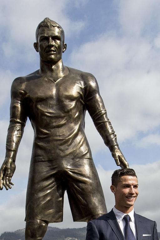 cristiano-ronaldo-statue