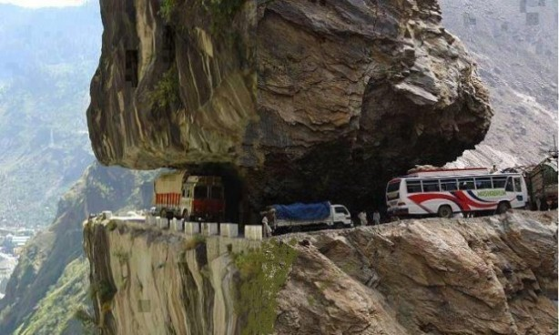 Indiaworlds-most-deadliest-road-Himachal-Pradesh-620x372