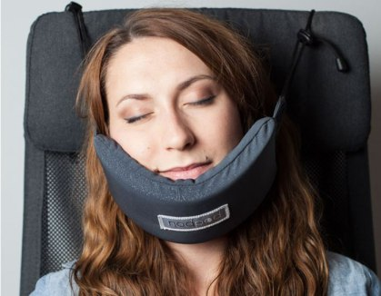 head-hammock-nodpod-sleep-travel-pillow-aeroplane-coverimage