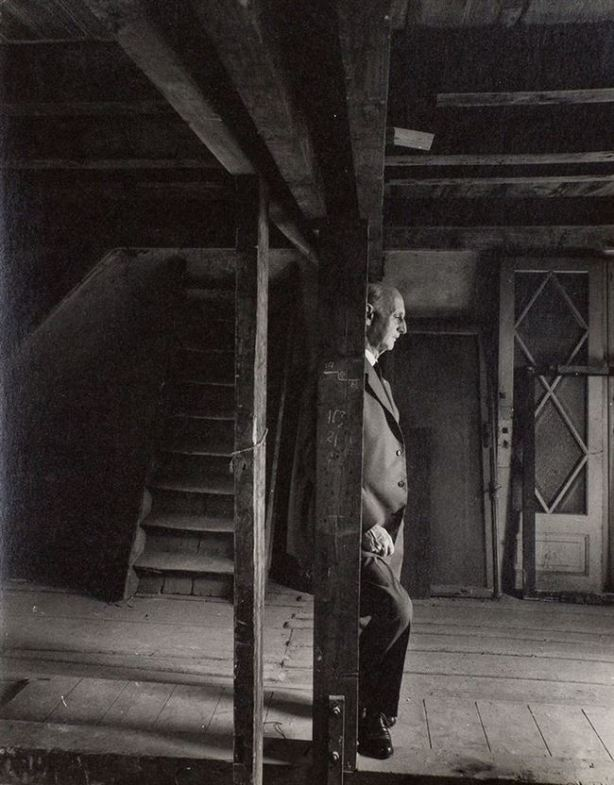 rare-history-photos-anne-frank-father-revisit-attic1