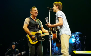 bruce-springsteen-groinw-up-teen