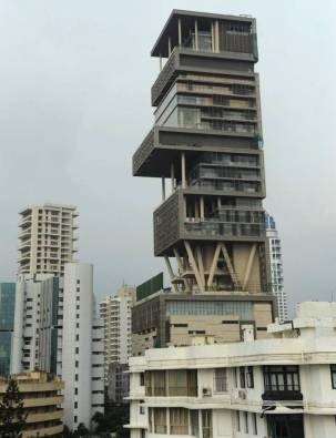 most-extravagant-house-antilia-11