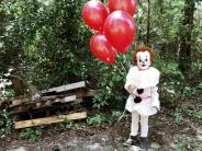 clown-child-photoshoot-movie-it-pennywise-eagan-tilghman-17
