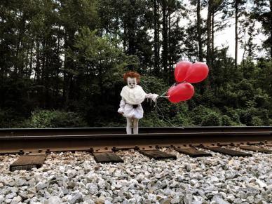 clown-child-photoshoot-movie-it-pennywise-eagan-tilghman-2