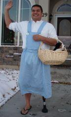 dad-waves-at-school-bus-trolls-son-costumes-5b83e87f66e1c__700