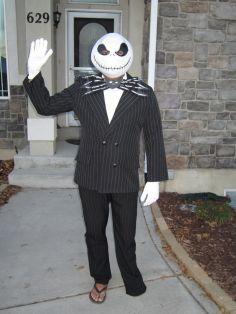 dad-waves-at-school-bus-trolls-son-costumes-5b83e94413acc__700