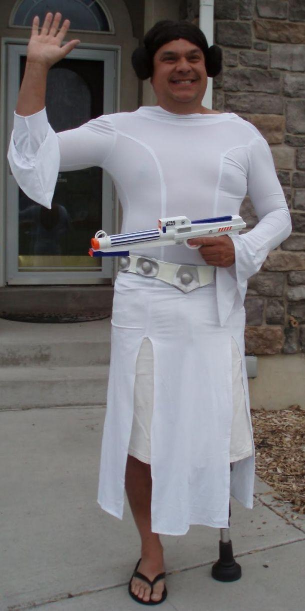 dad-waves-at-school-bus-trolls-son-costumes-5b83e9f830b77__700
