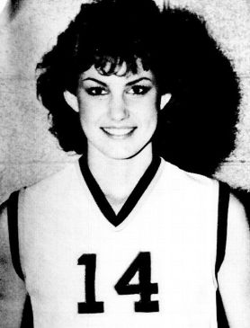 That's Faith Hill, kids. She was cute back then too!